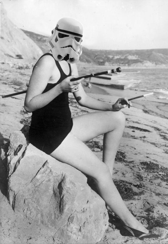 starwarsgurls1  Attribution: Bundesarchiv, Bild 102-13629 / CC-BY-SA 3.0